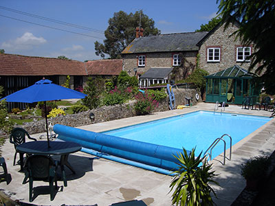 holiday cottage with swimming pool Beer